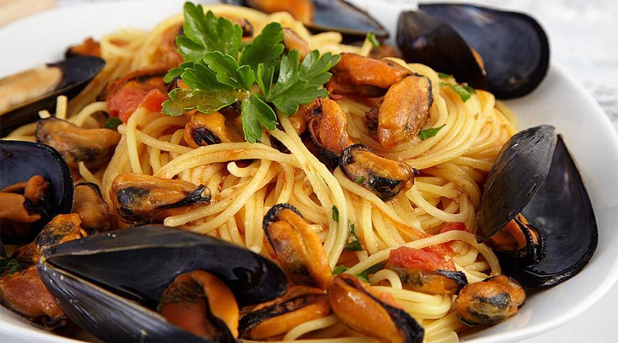 Spaghetti con le cozze per la Festa della cozza a Pozzuoli
