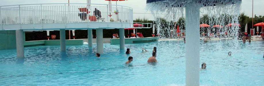 Una delle piscine del complesso Varca D'oro a Varcaturo