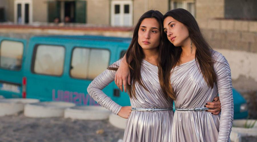 """Scena del film """"Indivisibili"""", in proiezione al Cinema in Certosa 2017 a Capri"""