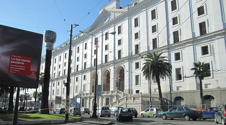 Piazza Carlo III a Napoli, pedonalizzazione parziale