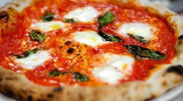 Neapolitan pizza margherita
