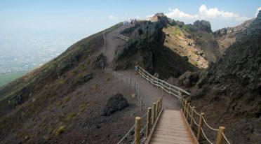 Sentiero Gran Cono sul Vesuvio, escursione sulla strada riaperta