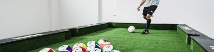 Calcio biliardo umano all'Auchan di Napoli