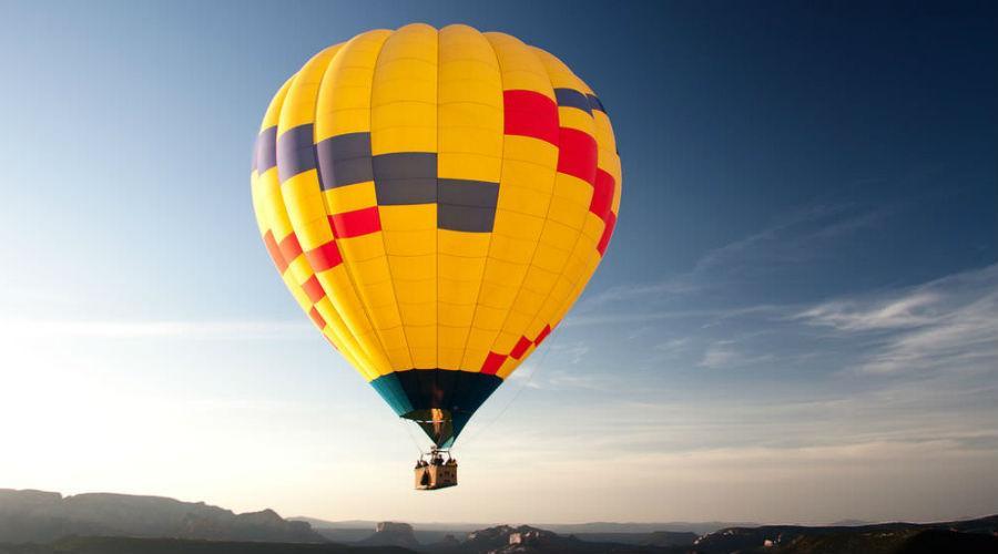 voli in mongolfiera e rievocazioni storiche alla reggia di caserta