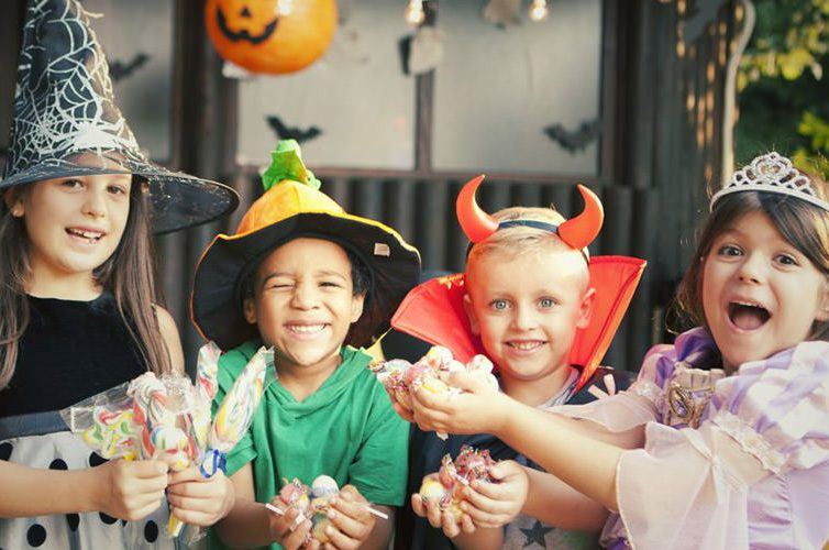 Bambini ad Halloween, festa al Pareo Park di Licola