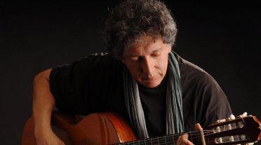 Concerto gratuito di Eugenio Bennato in Piazza Mercato a Napoli