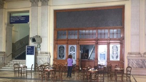 Bar finto per le riprese di Sense8 a Mergellina a Napoli