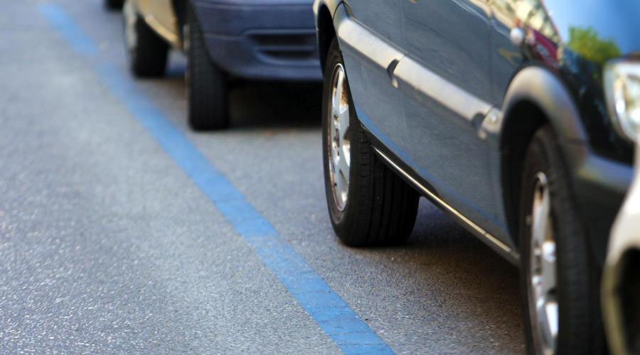 Strisce blu per il parcheggio