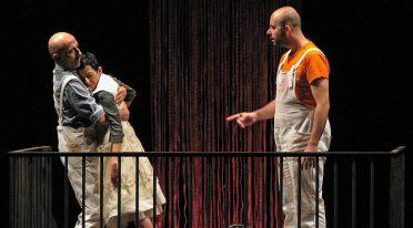 Lo spettacolo 'Nta ll'aria di Tino Caspanello in scena al Nuovo Teatro Sanità di Napoli