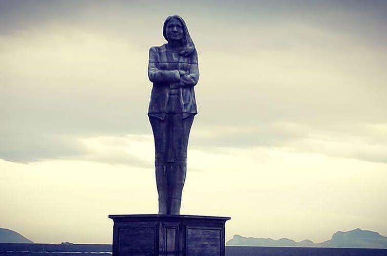 Statua alla Rotonda Diaz di Napoli