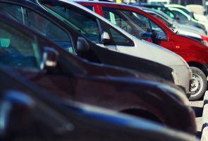 Припаркованные автомобили, приложение MoVeng родилось в Неаполе
