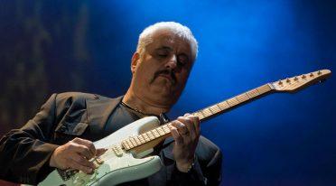 Le chitarre di Pino Daniele esposte nell'all'aeroporto internazionale di Napoli