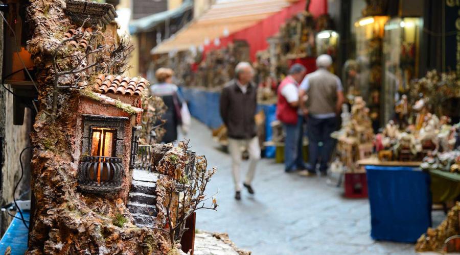 Addobbi Natalizi Napoli.Natale A Napoli Le Migliori Passeggiate Natalizie Tra Mercatini E Luminarie