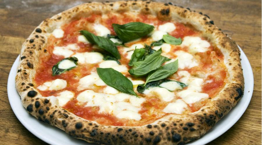 Arte del pizzaiuolo napoletano riconosciuta Patrimonio dall'Unesco, festeggiamenti a Piazza del Gesù