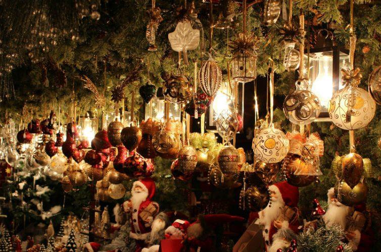 La Befana al Napoli Christmas Village alla Mostra d'Oltremare