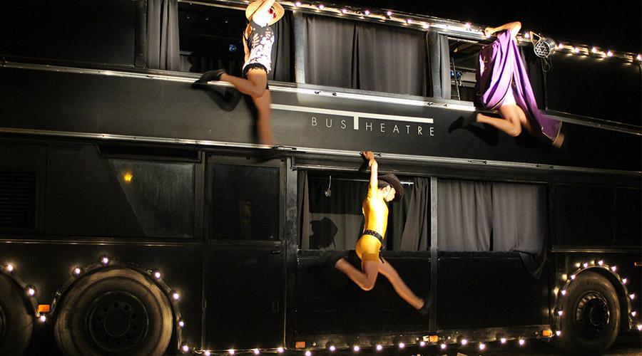 Bus theater a Napoli, spettacolo teatrale