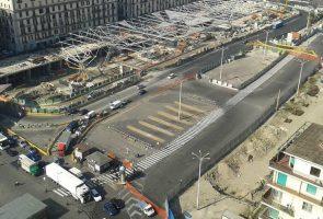 ナポリのガリバルディ広場で働く