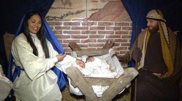 Scena della natività nel Presepe vivente della Maddalena