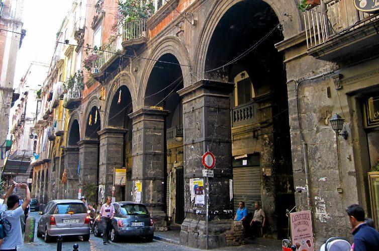 via Tribunali a Napoli
