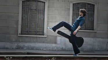 Giovanni Block in Solo ma non troppo in concerto a Napoli per il Teatro cerca Casa