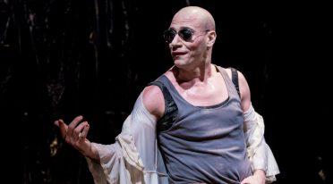 جلام سيتي على خشبة المسرح في نوفو تياترو سانيتا في نابولي