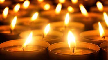 Candele accese per la Giornata della Memoria a Napoli