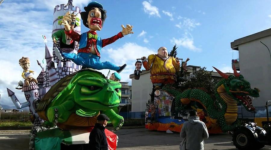 Carri allegorici al Carnevale Strianese