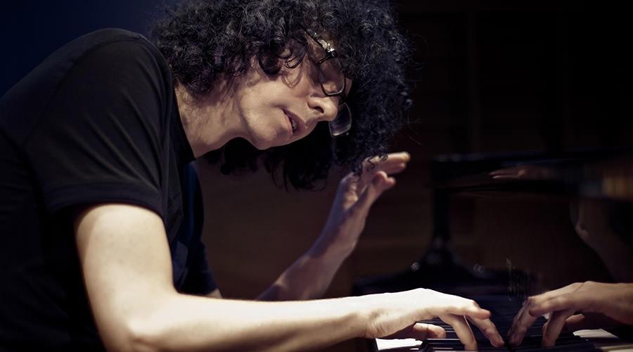 Джованни Аллеви на фортепиано
