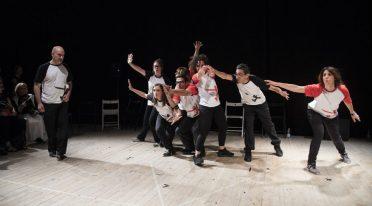 عرض Impr impro المسرحي الارتجالي في نوفو تياترو سانيتا في نابولي