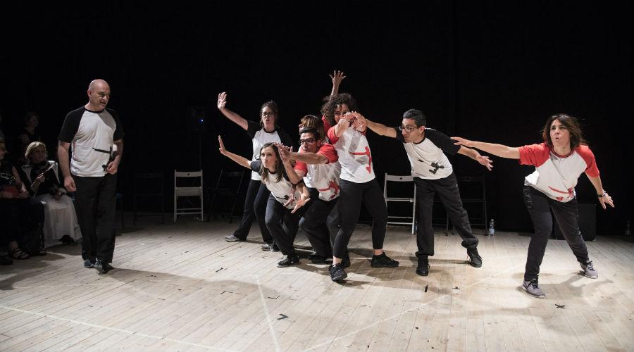 Lo spettacolo di improvvisazione teatrale Imprò al Nuovo Teatro Sanità di Napoli