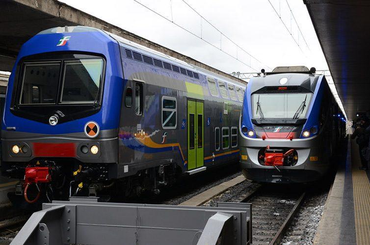 Treno della Metro linea 2 a Napoli