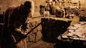 locandina di Visite guidate al Museo del Sottosuolo di Napoli con il Munaciello, lo spirito dispettoso della tradizione