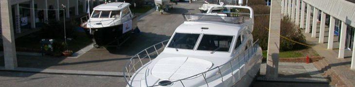 Лодки в Nauticsud в Мостра д'Ольтремаре