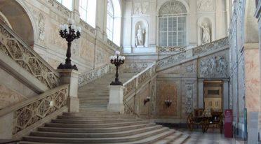 Scalone del Palazzo Reale a Napoli