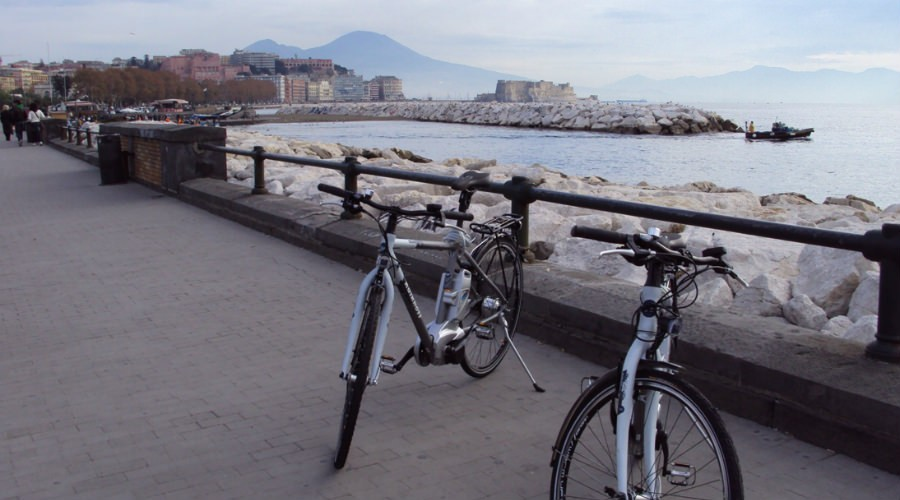 In bicicletta a Napoli