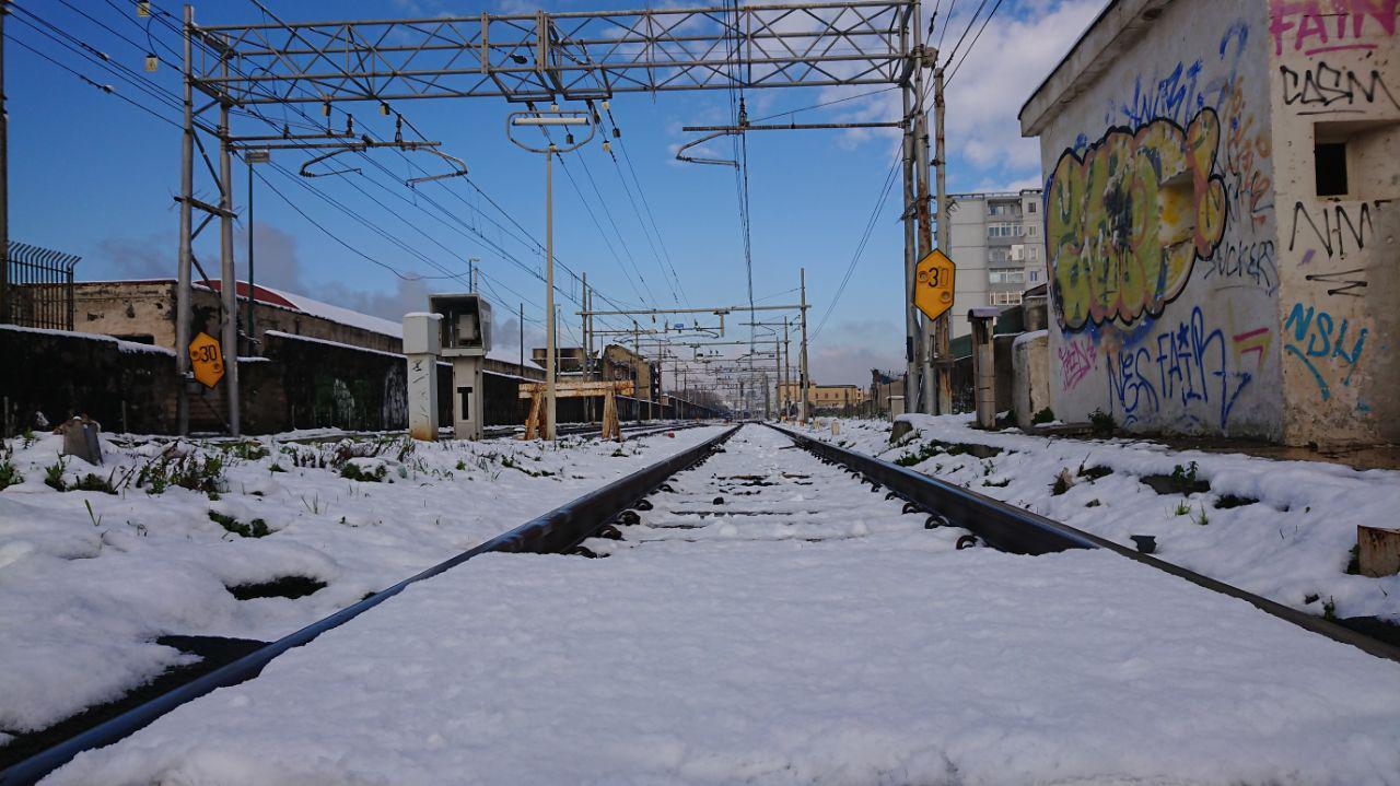 neve sui binari della metropolitana due di napoli
