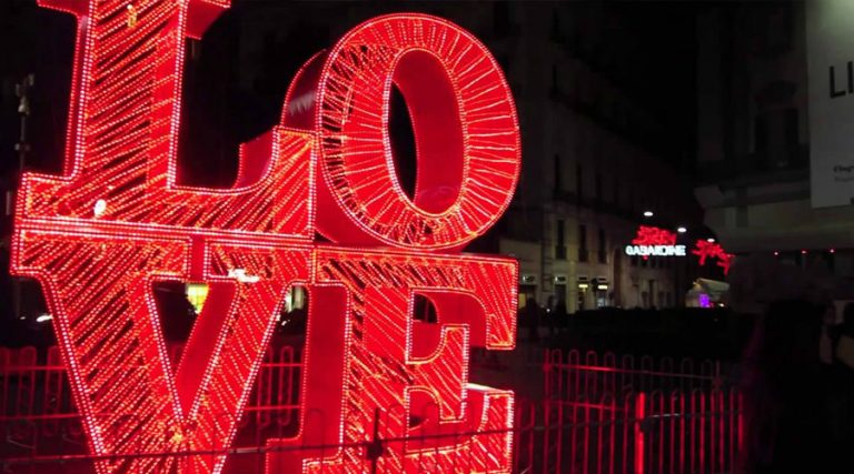 Call in Naples decorated for Valentine's Day