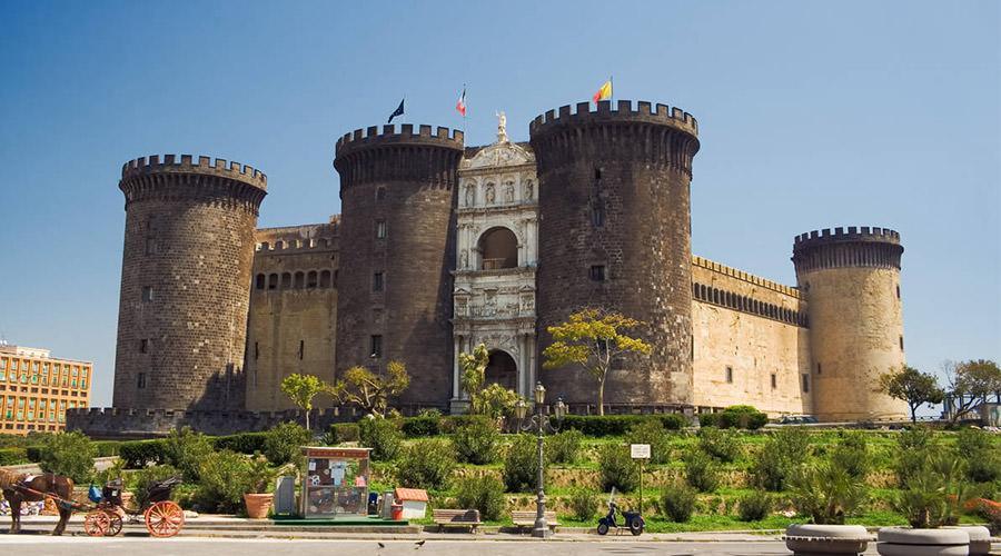 Охота за сокровищами и экскурсия в Маскио-Ангио в Неаполе на карнавал 2018
