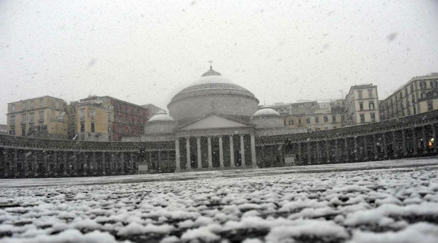 napoli piazza del plebiscito neve