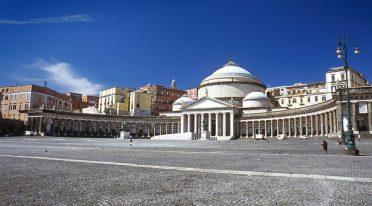 ساحة ديل Plebiscito في نابولي
