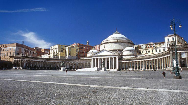 Piazza del Plebiscito在那不勒斯
