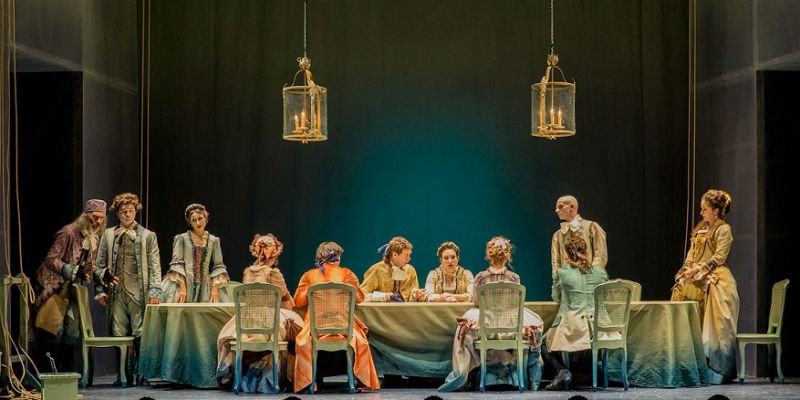 Una delle ultime sere di Carnovale al Teatro Mercadante di Napoli