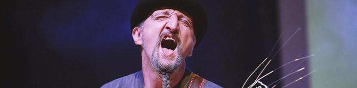 Bandabardò في حفل موسيقي في Mezzocannone Busy لسنوات 25 الوظيفية