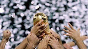 locandina di La Coppa dei Mondiali di calcio 2006 a Napoli: in mostra il trofeo Fifa