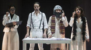عرض Il cielo هو شيء لدينا على المسرح في Nuovo Teatro Sanità في نابولي