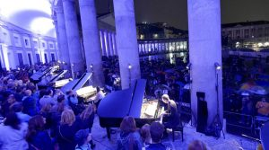 locandina di Concerto di 21 pianoforti gratis in Piazza Plebiscito per il Piano City Napoli 2018
