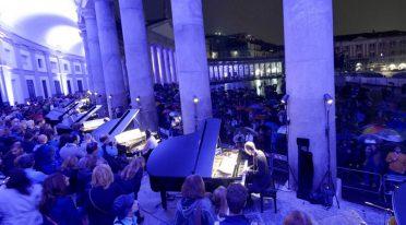 Napoli Piano City, concerto in Piazza del Plebiscito
