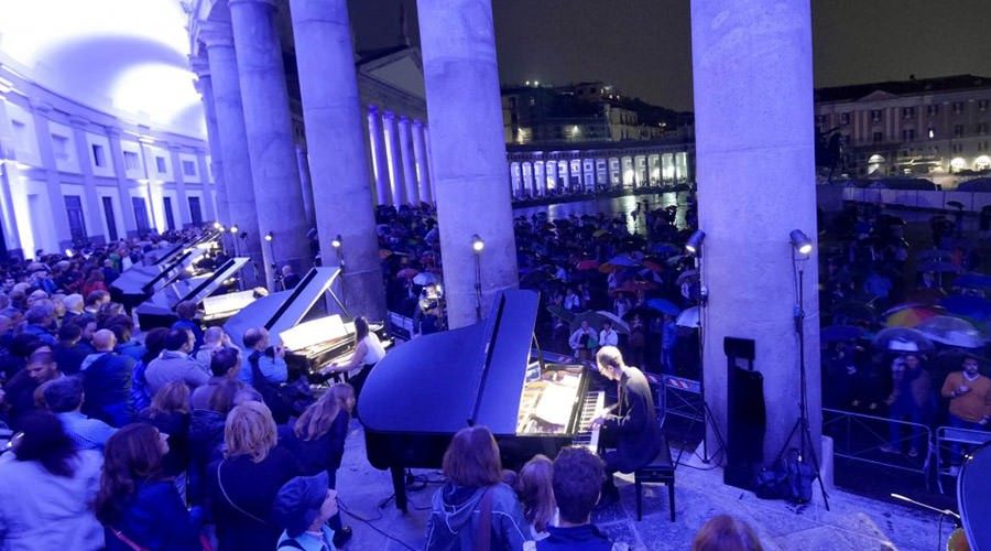 Napoli Piano City, concerto in Piazza del Plebiscito