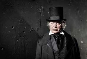 Lo spettacolo I Miserabili di Victor Hugo in scena al Teatro Mercadante di Napoli