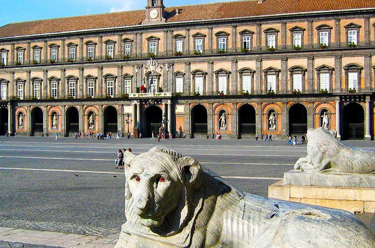 Esterno del Palazzo Reale di Napoli